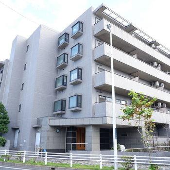 5階建てのマンションです。