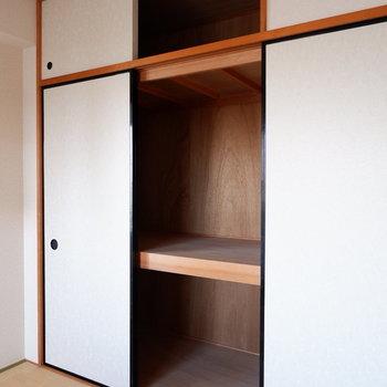 【和室】押し入れしっかりあります。お布団はここに。※写真は4階の同間取り別部屋のものです