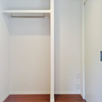 見せる収納を!※写真は1階の反転間取り別部屋のものです