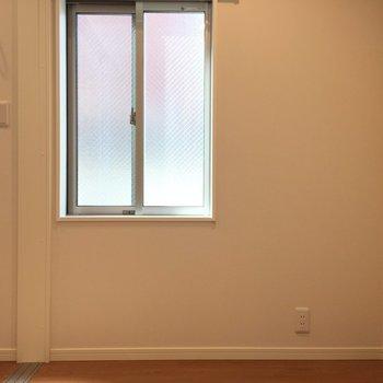 雨戸あります※写真は1階の反転間取り別部屋のものです
