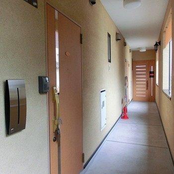 建て物への入り口は2カ所ございます!