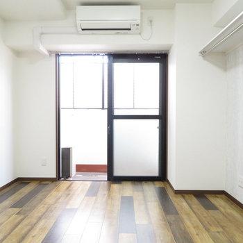 床と壁で魅せる