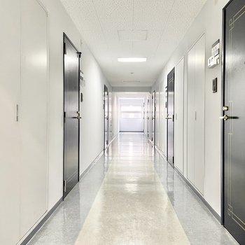 共用部】内廊下で雨に濡れることもないですよ。