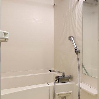 お風呂にも乾燥機がついてます。ここでの部屋干しもgood