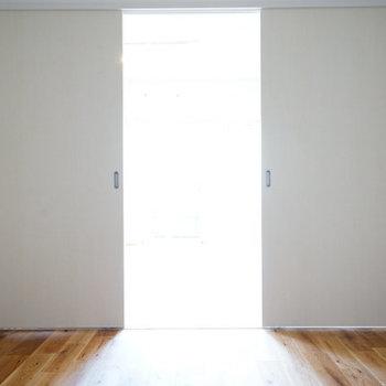 リビングとなりの寝室はこちら!※前回募集時の写真です