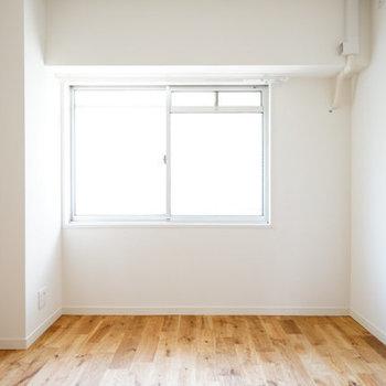 6帖の寝室!明るさ◎※前回募集時の写真です