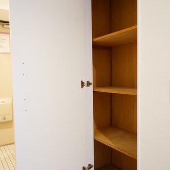玄関横に、下駄箱以外にこんな収納も◎※前回募集時の写真です