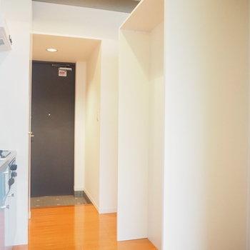 冷蔵庫置場は後ろに※写真は1階の反転間取り別部屋のものです