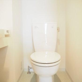 シンプルだからトイレのインテリアも楽しめそう※写真は1階の反転間取り別部屋のものです
