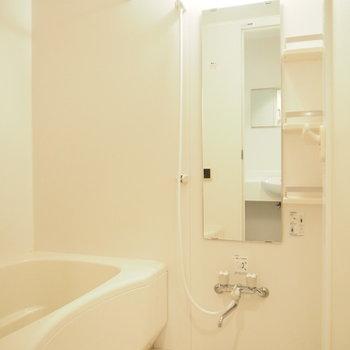 浴室乾燥も追い焚き機能もついてるなんて、、!※写真は1階の反転間取り別部屋のものです