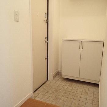 ゆったりとした玄関にはディスプレイスペースもあります。