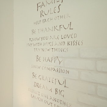 【LDK】壁には愛のあふれる言葉が並びます。