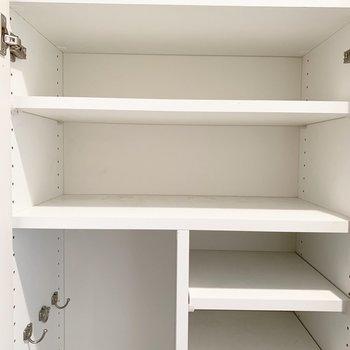 靴箱は大きさに合わせて様々なものが入ります。※写真はクリーニング前のものです
