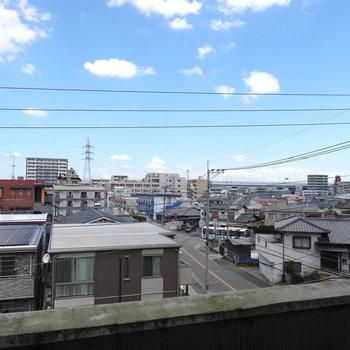 高い建物がなく、抜けている眺望です。(※写真は別部屋からの眺望です)