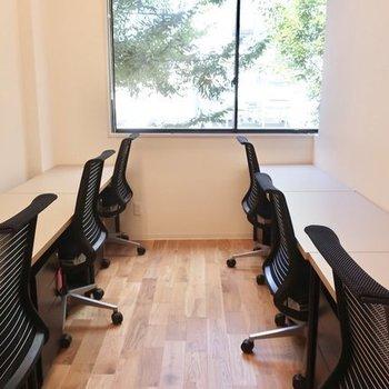 【6名ブース】自然に触れながら働く。深呼吸したくなるオフィスです。