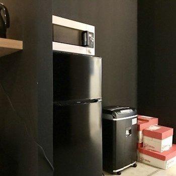 【共有部】冷蔵庫や電子レンジ、電気ケトルなど完備!ドリンクサーバーをこれから設置予定。仲良く使いましょう◎