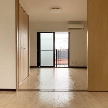 【洋室2】洋室お2つは、同じ帖数です。※写真はクリーニング前のものです。