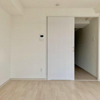 シンプルで落ち着きますね。※写真は通電前のものです※写真は10階の同間取り別部屋のものです