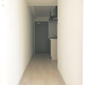 廊下へ行ってみましょうか。※写真は8階同間取り別部屋のものです