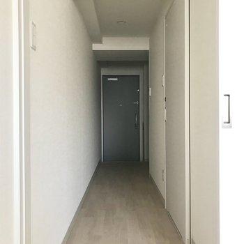 廊下へ。※写真は8階同間取り別部屋のものです