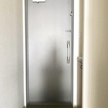 ゆとりのある玄関。※写真は8階同間取り別部屋のものです