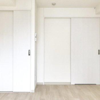 真っ白な空間◯※写真は8階反転間取り別部屋のものです