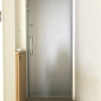 ゆとりのある玄関。※写真は8階反転間取り別部屋のものです