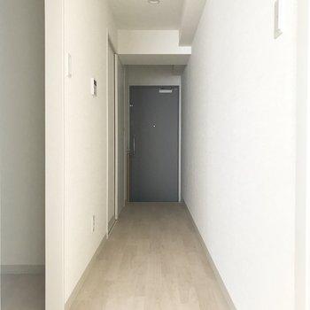 廊下へいってみましょうか。※写真は8階反転間取り別部屋のものです