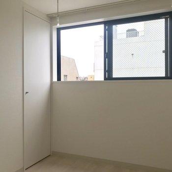 収納が壁に溶け込んでいる・・※写真は8階同間取り別部屋のものです