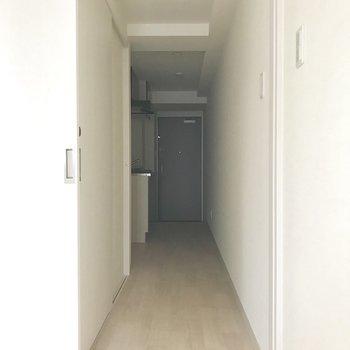 廊下へいってみましょうか。※写真は8階同間取り別部屋のものです