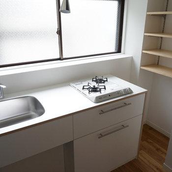 キッチンはTOMOSオリジナルの2口◎※写真は前回募集時のものです