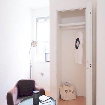 【5.9帖洋室】コンパクトですがクローゼットも。※家具・雑貨はサンプルです
