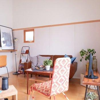 高さを抑えたインテリアで開放感をプラスに。※家具・雑貨はサンプルです