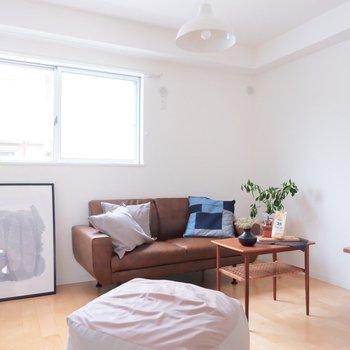 【6.6帖洋室】寝室としての利用が良さそうです。※家具・雑貨はサンプルです