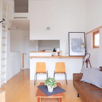 白基調とした爽やかなお部屋です。※家具・雑貨はサンプルです