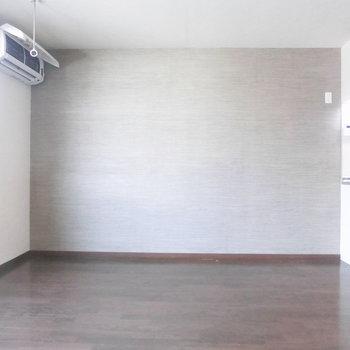壁に何か飾りたいな※写真は3階の反転取り別部屋のものです