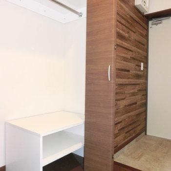 玄関付近に収納スペース!※写真は3階の反転取り別部屋のものです