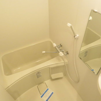 お風呂も綺麗ですね(※写真は6階の反転間取り別部屋のものです)