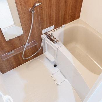 浴槽は1人暮らしに十分な広さです。※写真は前回募集時のものです