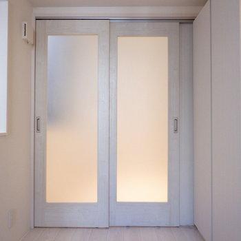 扉で仕切ってぐっすり睡眠。※写真は前回募集時のものです