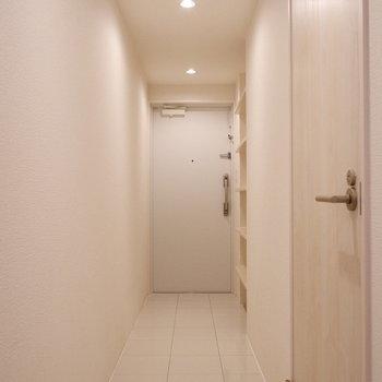 白を基調とした爽やかな玄関です。※写真は前回募集時のものです