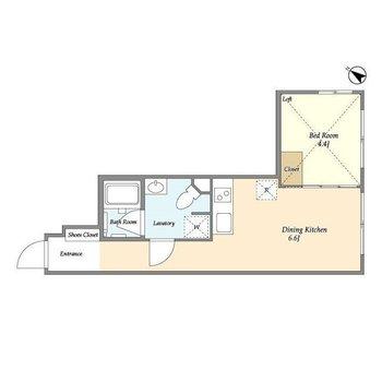 玄関からお部屋まで長い廊下が特徴。