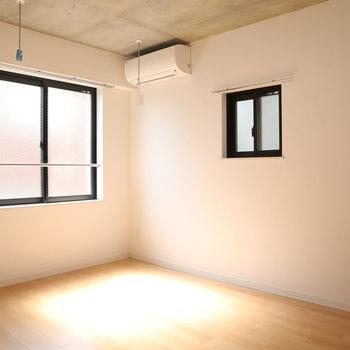 【洋室2】日差しが暖かく居心地の良い空間です※写真は3階の同間取り別部屋のものです