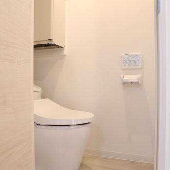 温水洗浄付きで清潔感よし!※写真は3階の同間取り別部屋のものです