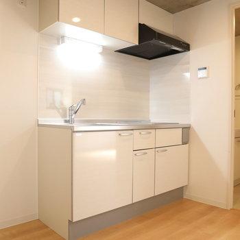 キッチンキレイですねー!※写真は3階の同間取り別部屋のものです