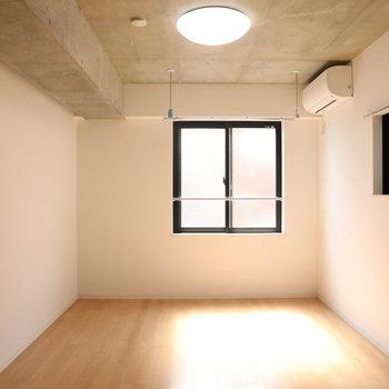【洋室2】こちらがベッドルームかと!※写真は3階の同間取り別部屋のものです
