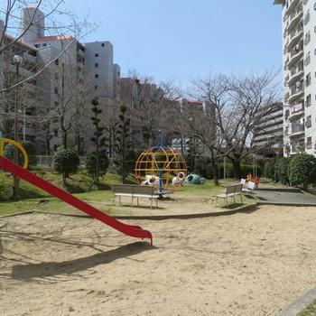 下には公園がありました