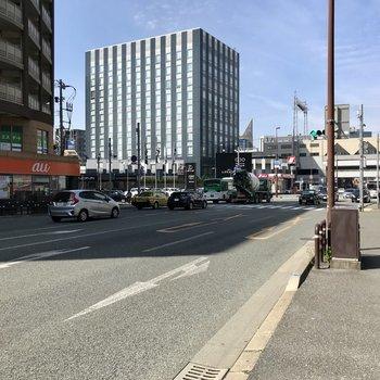 薬院駅付近の大通り。平尾駅も薬院駅も徒歩圏内なのが嬉しい♡