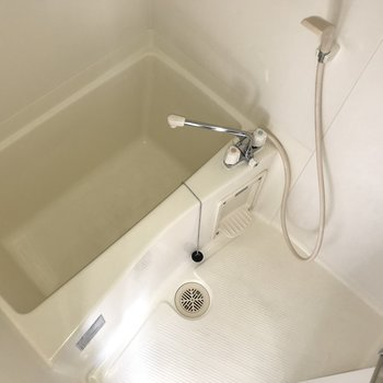お部屋に合わせてお風呂は少し狭め。※写真は5階の同間取り別部屋のものです