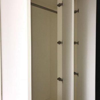 玄関横にクローゼットまで!※写真は5階の同間取り別部屋のものです